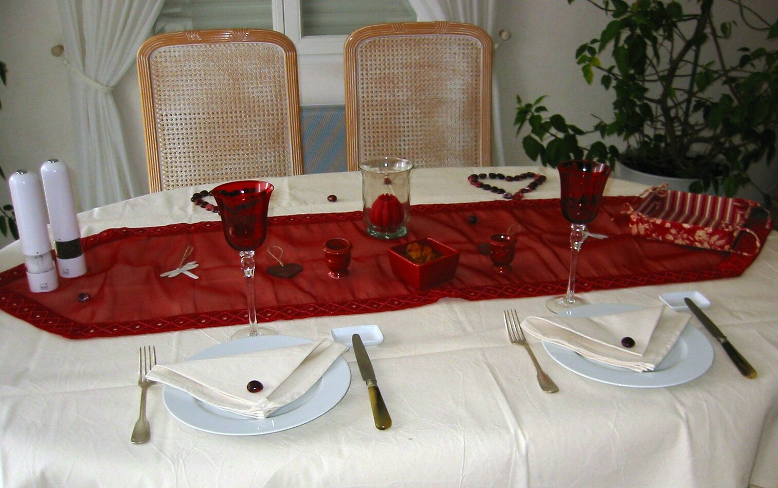 Tables de st valentin amoureux lesplatsdepat - Decoration table st valentin ...