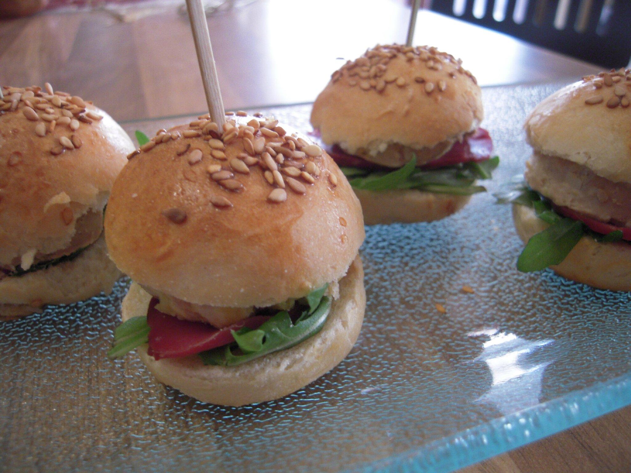 mini burgers au foie gras magret de canard fum et confit de figues flagrants delices by. Black Bedroom Furniture Sets. Home Design Ideas