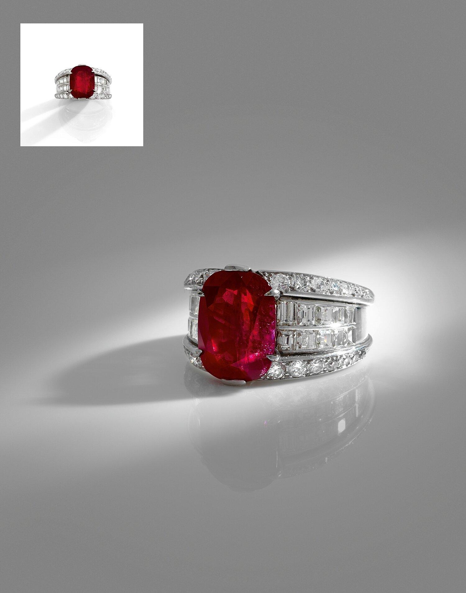 Importante bague diamants et un exceptionnel rubis Birman de taille coussin pesant 7,86 cts