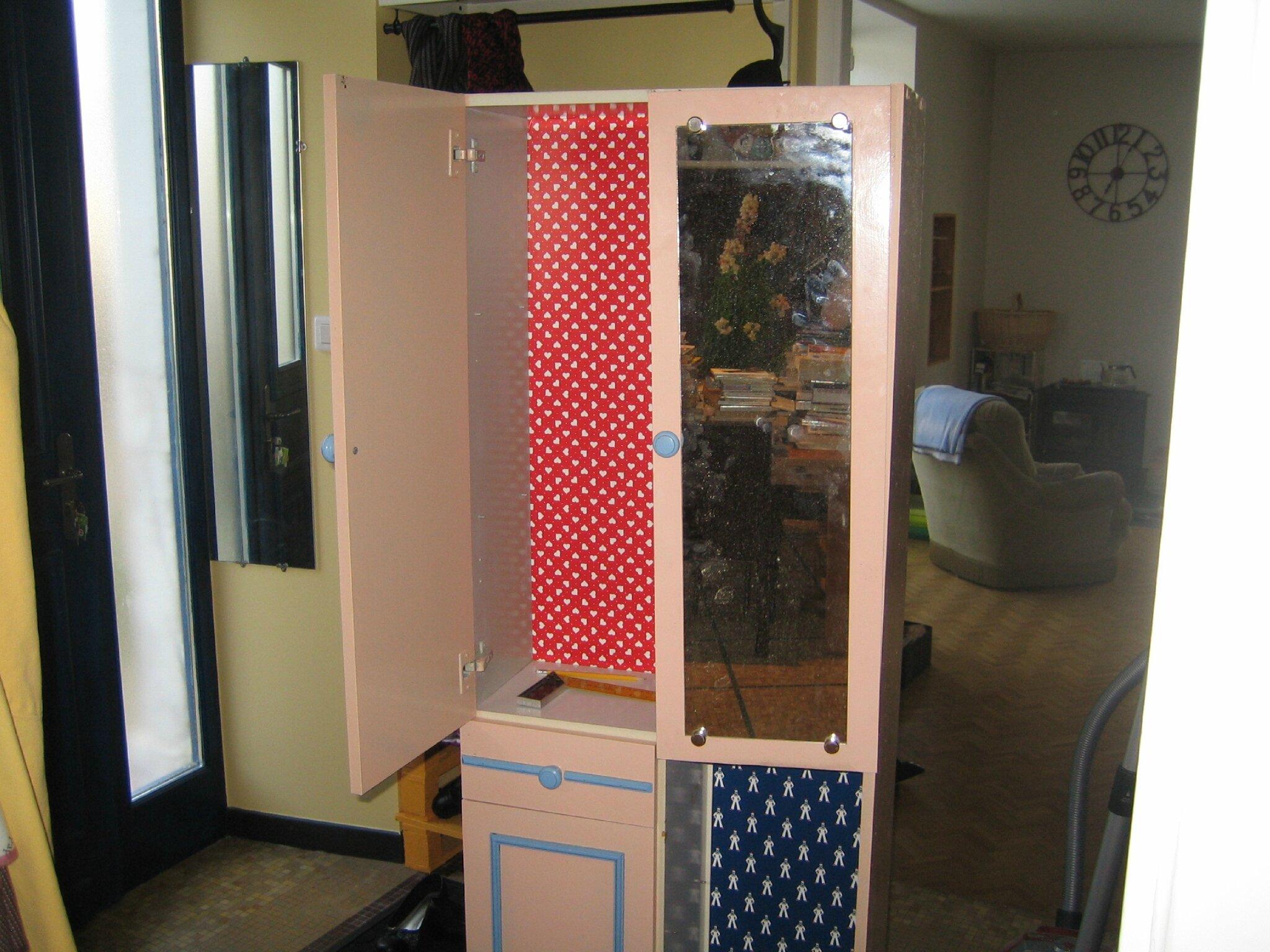 Minute bricolage fabriquer un meuble pour cacher les for Meuble porte electrique