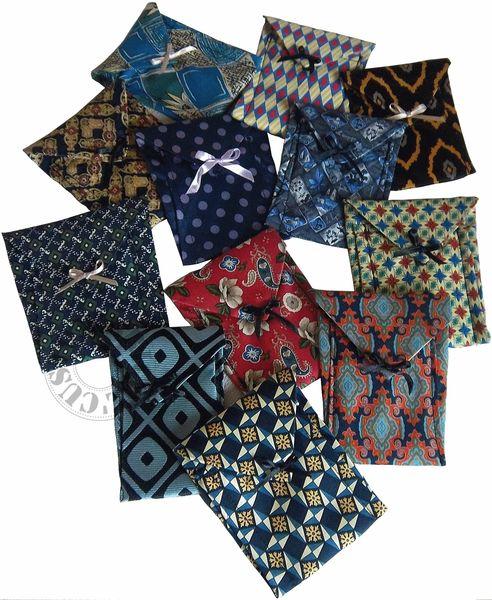 Pochettes cravattes-groupe détouré transp