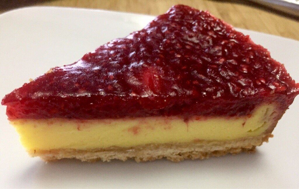 Cheesecake au mascarpone et a la gelée de fruits rouge