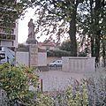 Sculpture au square de l'église à montchat
