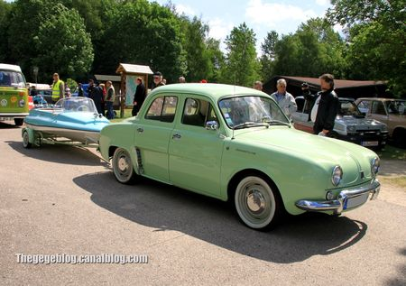 Renault dauphine avec attelage bateau dauphin (Retro Meus Auto Madine 2012) 01