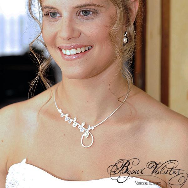 Collier mariage original cr ation bijoux volutes le collier mariage infini bijoux volutes - Materiel creation bijoux pas cher ...