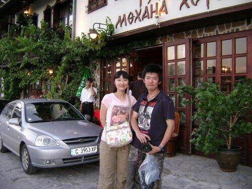 Bulgarie, Veliko Tarnovo, rencontre avec des sud-coreens en soiree