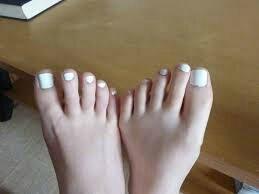 Nude pied