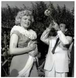 1952-ray-MONROE__MARILYN_-_ART_WEISSMAN_RAY_ANTHONY646
