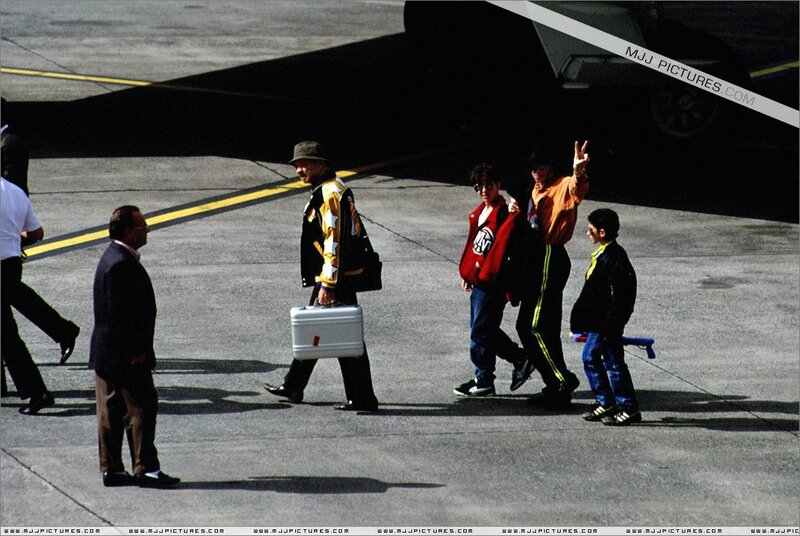Various-Michael-in-Tenerife-michael-jackson-7524604-1200-804