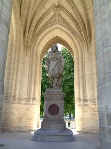 Tour Saint Jacques, statue