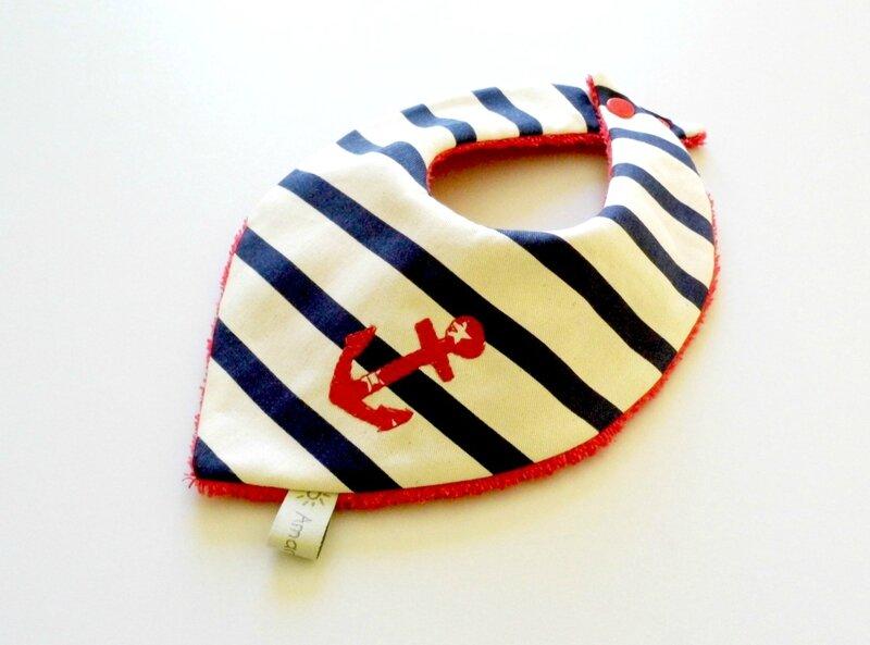 bavoir bandana rayé marin ancre rouge