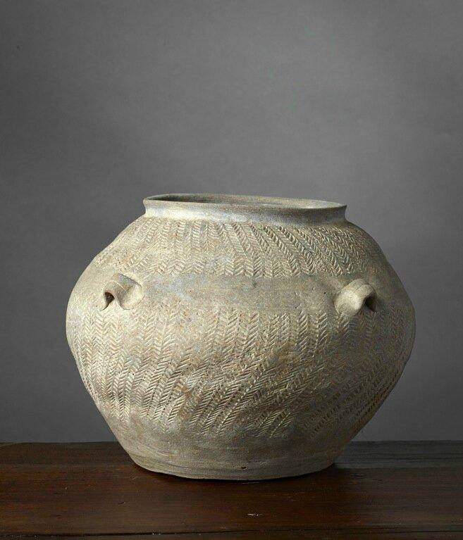 Jarre à décor de chevrons, Vietnam, Culture de Đông Sơn, ca 500 BCE-100 BCE