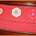 Une trousse orange au crochet