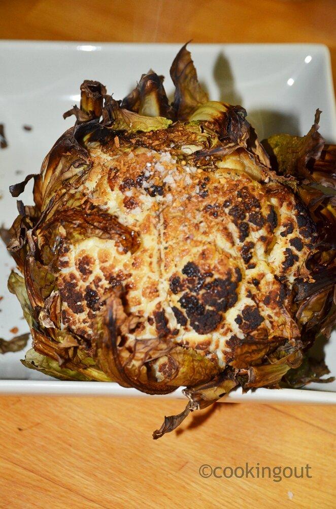 Chou fleur entier cuit au four et parfumé aux épices
