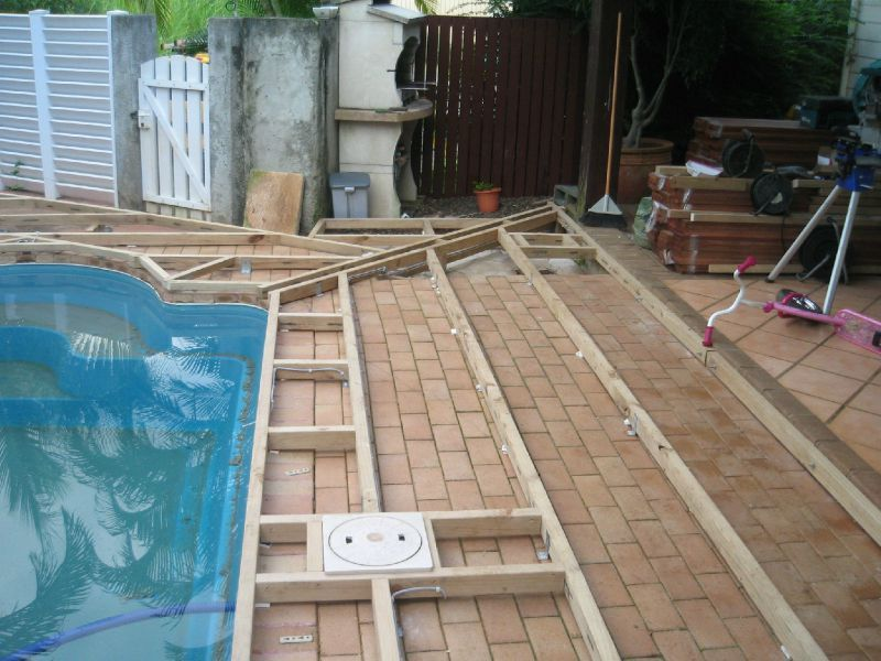 Deck tour de piscine en cumanu lasure incolore pause deck for Plan de deck piscine