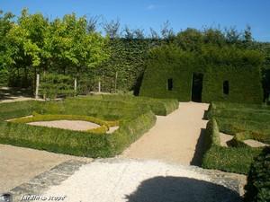 Le Jardin de Meditation de Ainay-le-Vieil