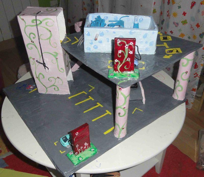 Populaire garage de voiture fait en papier mache - Ch²m² alias chauchaumamar XF73