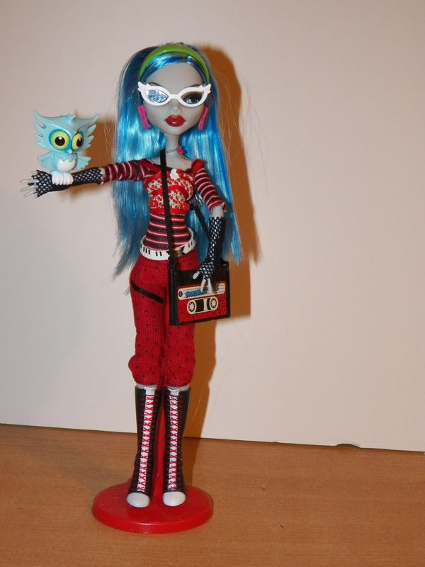 Monster high: Ghoulia Helps