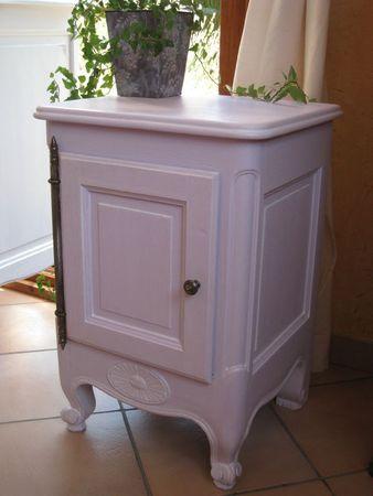 une couleur douce pour un chevet ancien patines couleurs. Black Bedroom Furniture Sets. Home Design Ideas