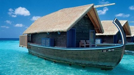 Boat_Hotel_at_Cocoa_Island_Maldives_1