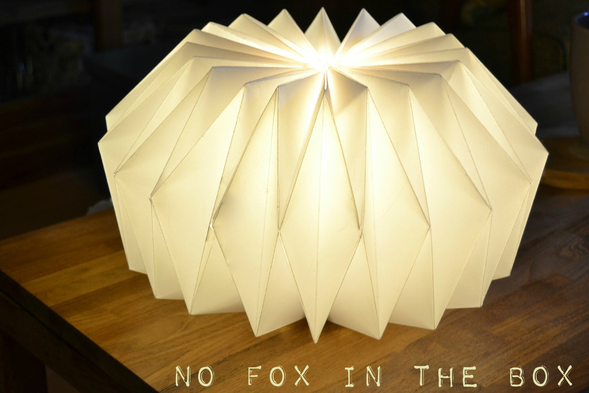 Et puisqu 39 on est dans les pliages et la lumi re no fox in the box - Lampe en papier origami ...