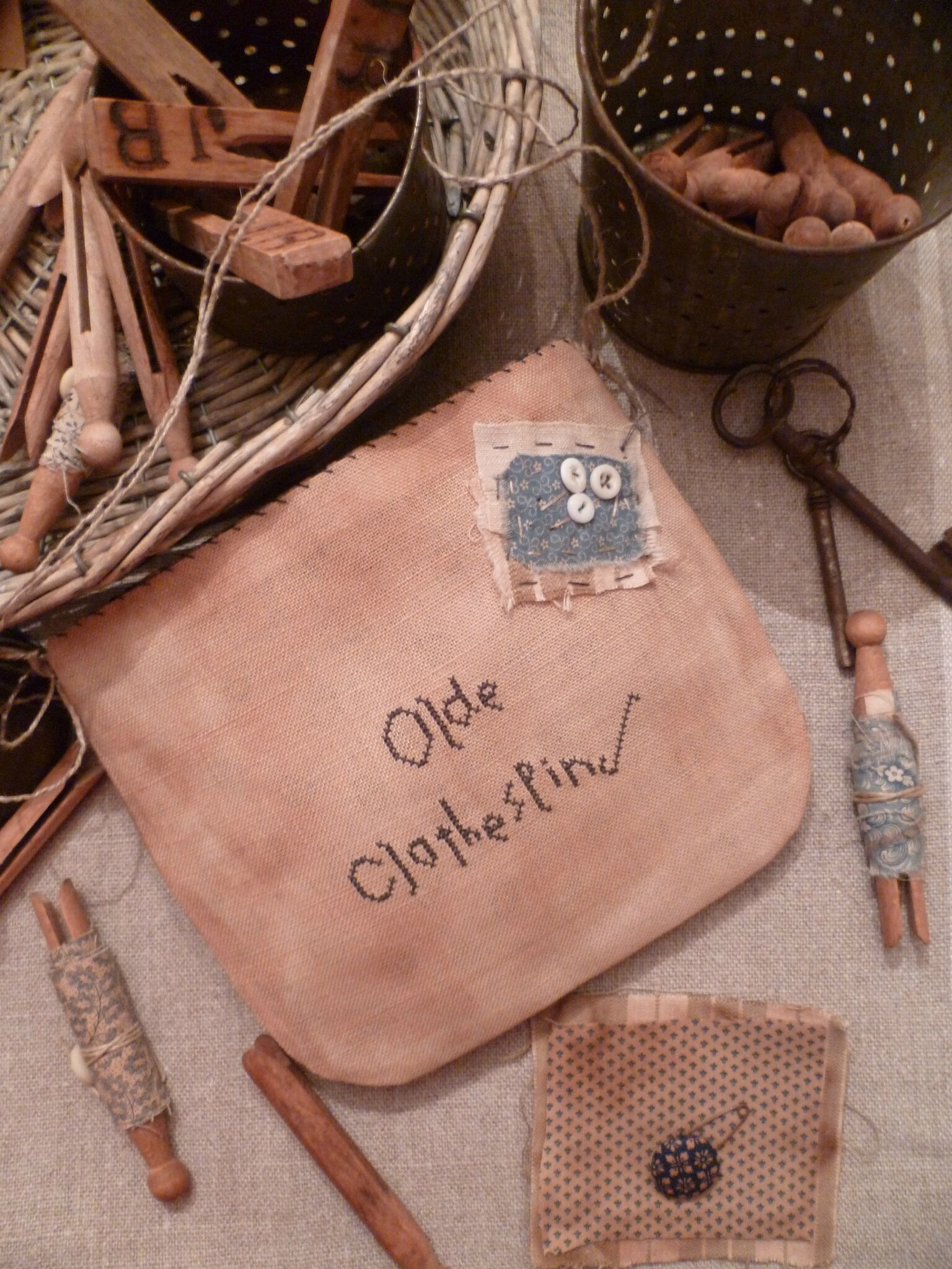 Olde Clothespins Pouch US $ 7.00