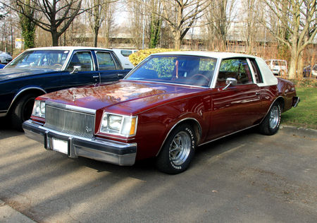 Buick_regal_coupe_de_1978__Retrorencard_mars_2011__01
