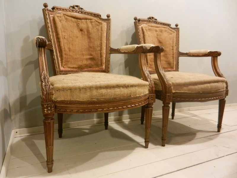 paire de fauteuils style louis xvi en noyer photo de stock 2. Black Bedroom Furniture Sets. Home Design Ideas