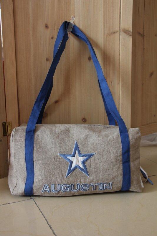 sac polochon, à personnaliser, poche exterieure fermée par un scratch, 45€