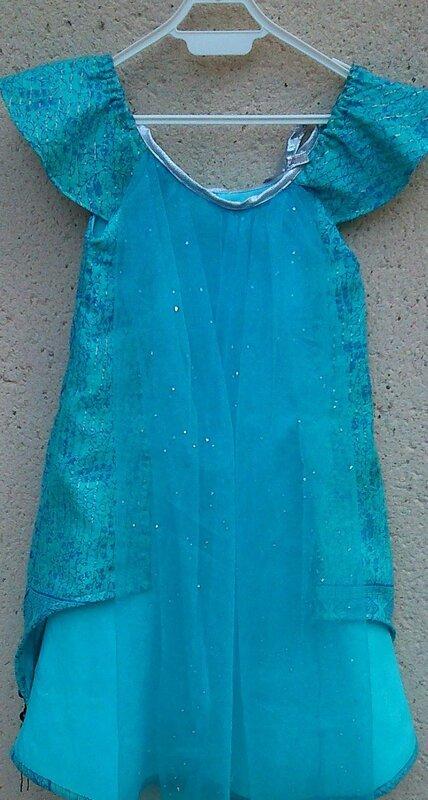 robe Nebuleuse sur cintre dos