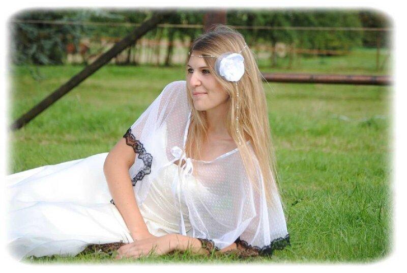 Cape de mariée dentelle noir et blanc plumetis dentelle de Calais