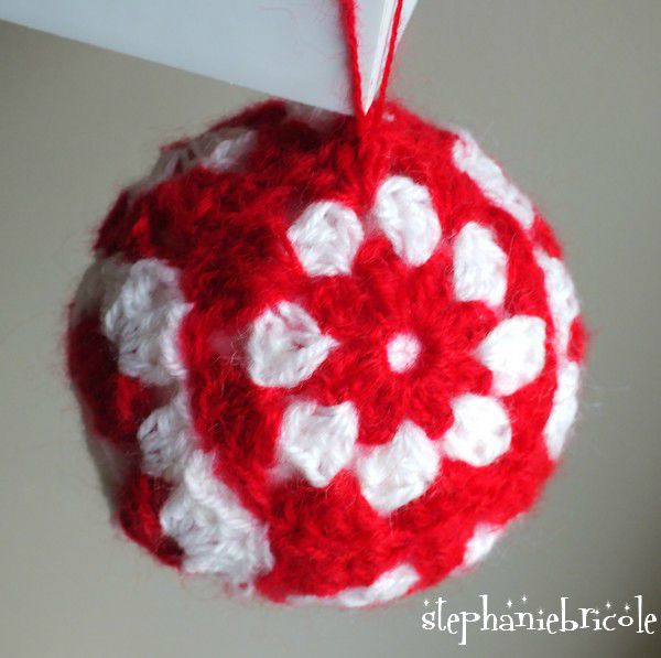 faire une boule au crochet diy crochet no l boule de no l laine boule de no l granny photo. Black Bedroom Furniture Sets. Home Design Ideas