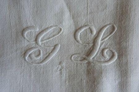Boutique brocante Paimpol - linge ancien detail 1