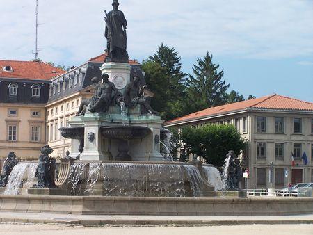 Le_Puy_en_Velay__place_du_Breuil_2