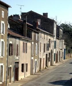 montbron_rue_de_limoges_avril_2008