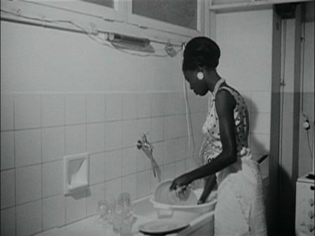 a_20Ousmane_20Sembene_20Black_20Girl_20La_20Noire_20de_20DVD_20Review_20PDVD_008_1_