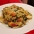 Curry de légumes au lait de coco et spaghettis.