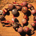 bracelets rouges marron