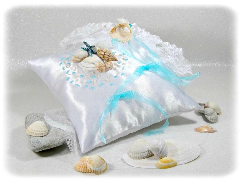 Coussin d'alliance et jarretière de mariée la mer