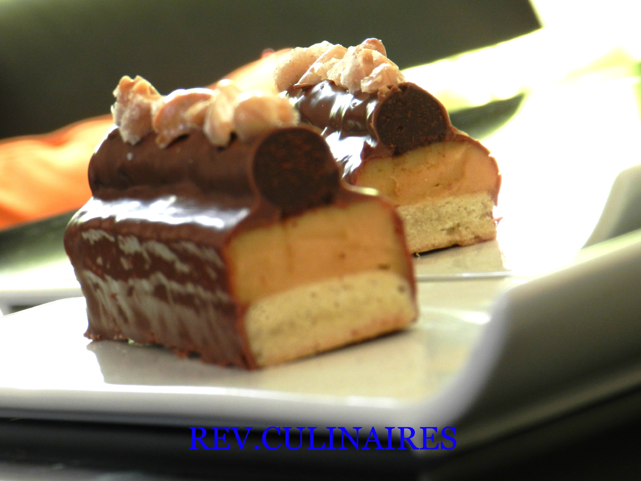 Barres au chocolat noir,caramel au beurre salé et amandes cristallisées