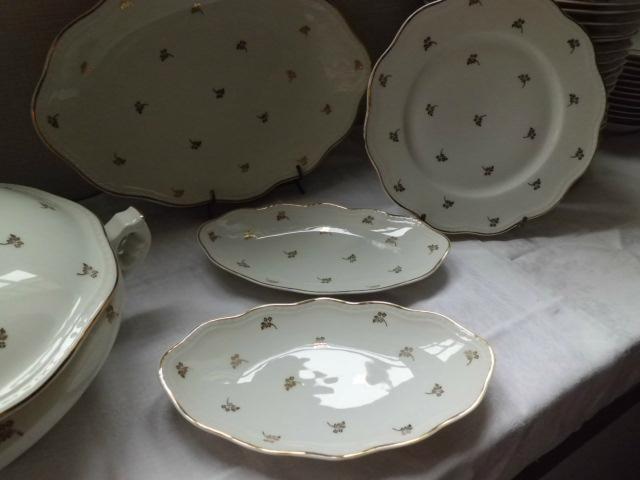 Service de table en porcelaine de limoges ancien for Service de table complet