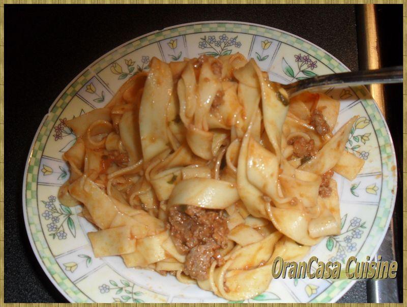 Tagliatelles à la sauce tomate et viande hâchée