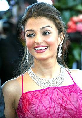 Aishwarya Rai - Cannes 2003 - Opening Night premiere Fanfan la tulipe