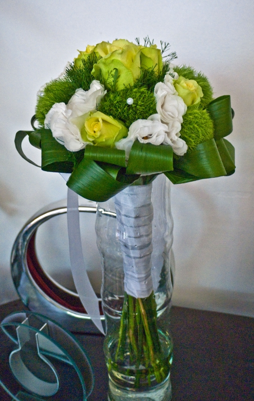 bouquet rond blanc et vert photo de mes bouquets de mari e le blog en photos des cr ations. Black Bedroom Furniture Sets. Home Design Ideas