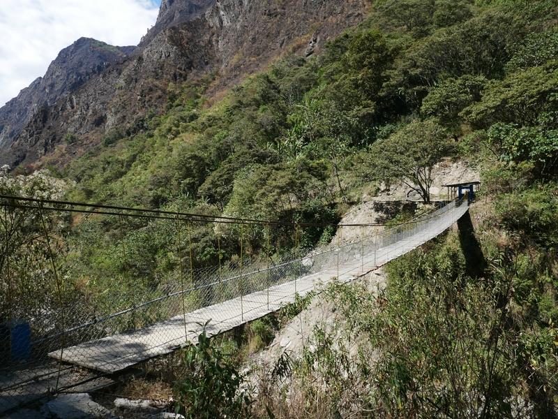 passerelle sur le Rio Aobamba