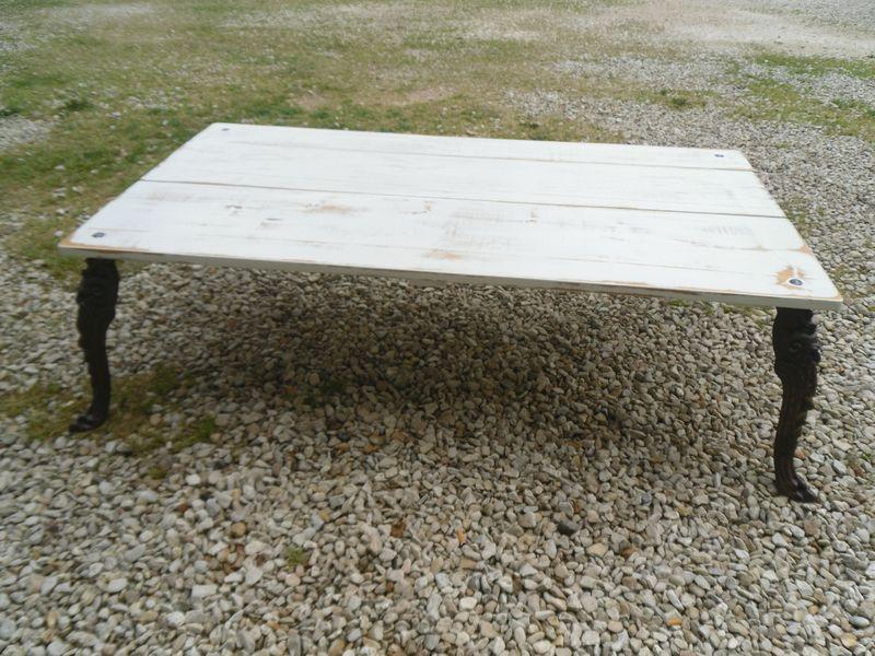 Table basse avec pied en fonte repr sentant des t tes - Pieds de table en fonte ...