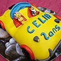 Voiture oui-oui en pâte à sucre ( 2 ans célia )
