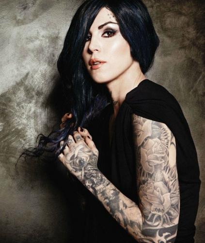 tatouage femme pin up