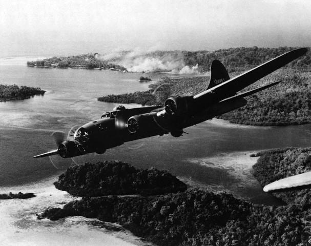 B-17_bombing_japanese_positions_on_Gizo_Island,_Solomon_Islands