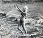 1962-07-13-santa_monica-swimsuit_scarf-by_barris-013-1